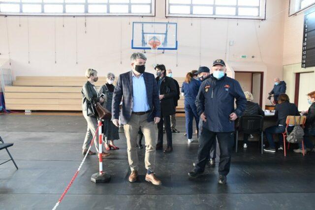 Cijepljenje protiv COVIDA-19 u Puli prebačeno u sportsku dvoranu Talijanske škole